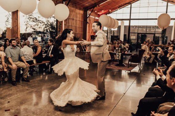First Wedding Dance Kiss Wedding Planer 5